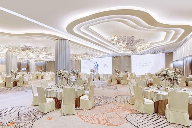 【網上婚展優惠】大型婚宴場地Nina Ballroom 婚宴酒席85折優惠+送兩晚海景客房住宿