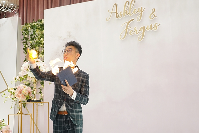 【網上婚展優惠】人氣婚禮司儀及魔術師Oliver Lee︰送10分鐘魔術表演+30分鐘魔術教學