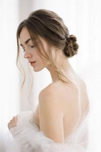 露背婚紗丨婚前背部肌膚保養教學5步曲丨磨砂、去角質、減淡暗瘡痘印的護膚品推介