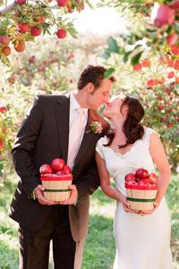 婚禮靈感|以蘋果為主題的浪漫婚禮|由婚攝、喜帖、婚禮佈置、花球、回禮|寓意新人「開花結果」