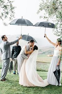 婚禮下雨怎麼辦?|事前準備好7大應對措施|拍攝雨中婚紗照的靈感參考