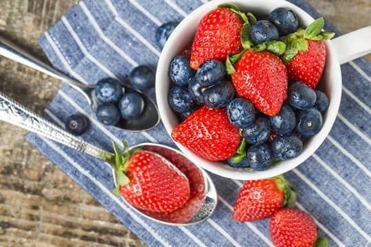 自製鮮莓菠蘿汁 女生抗氧化恩物!