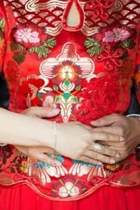 【婚嫁禮儀及禁忌】送金器、派喜帖、擇日 大妗姐解說5個你不知道的傳統習俗