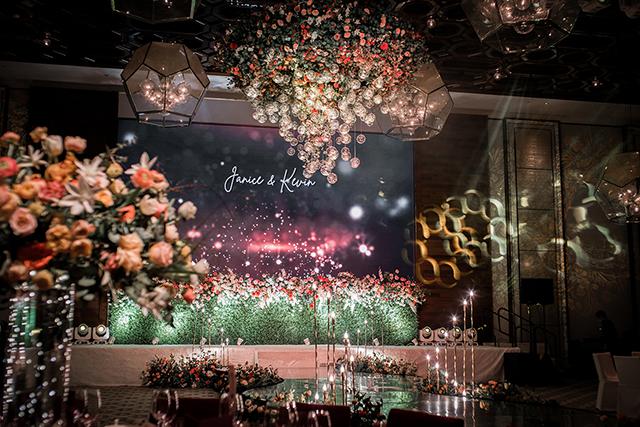 【網上婚展優惠-婚禮佈置】Free Concept送時尚花柱佈置 讓賓客盡情打卡
