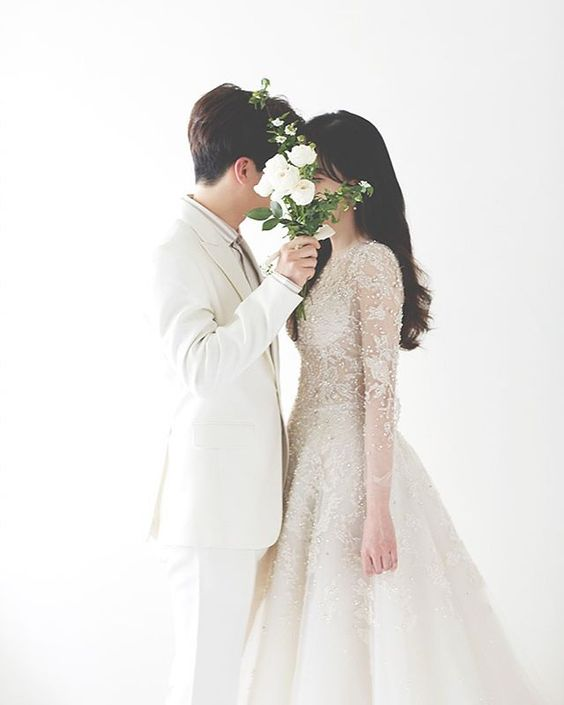 【婚紗相姿勢教學】情侶攝影師教你5招擊退尷尬Prewedding!60個婚攝自然甜蜜Pose參考