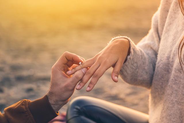 求婚戒指預算 = 「三個月收入」?調查:6成人只會花這個價錢去買求婚戒指