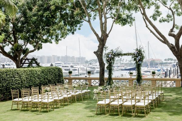 【戶外證婚場地】小型遊艇海景草地證婚!HK$48,000套餐送律師證婚服務